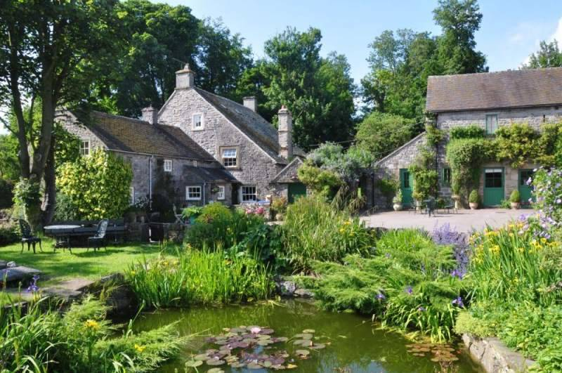 Peak District Holiday Cottages : Beautiful Dovedale Cottages at Church Farm