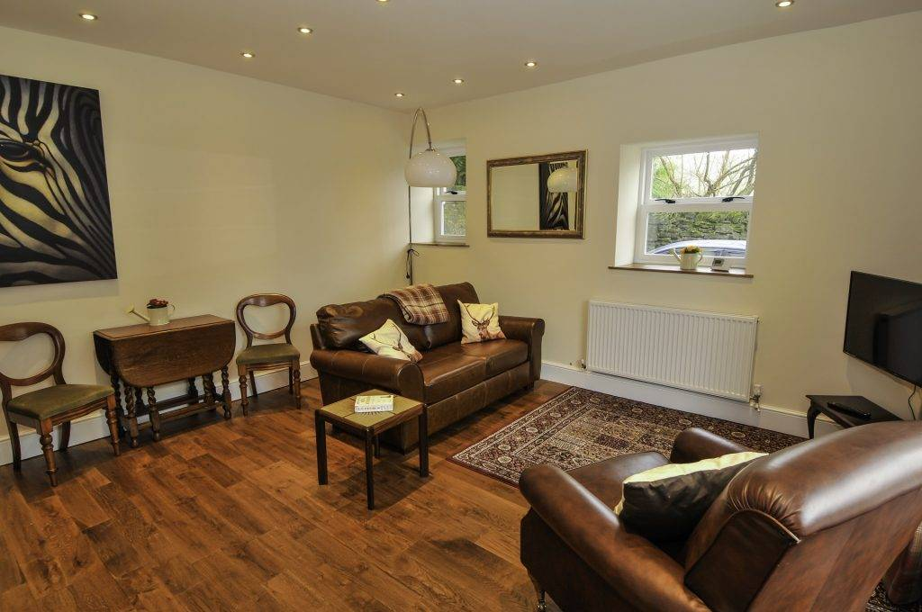 Accessible Peak District holiday accommodation : Peveril House, Castleton