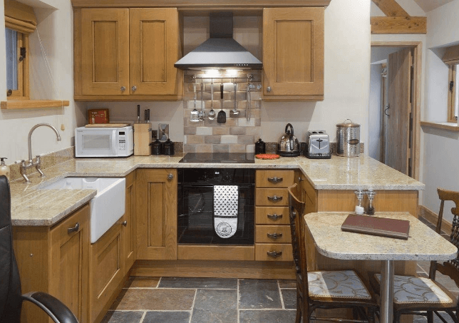 Peak District Holiday Accommodation : Gaia Lodge at Upper Hurst Farm
