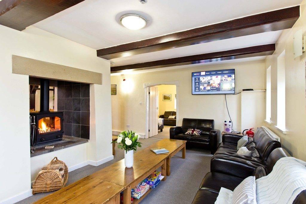Peak District Accommodation for Groups / Quarnford Lodge