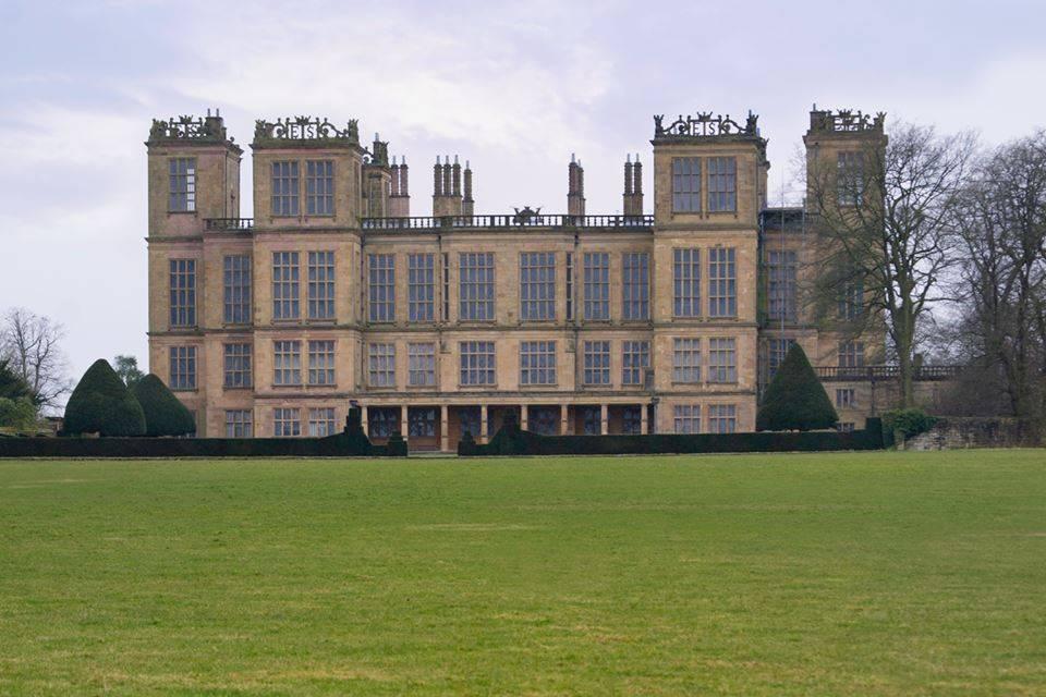 This image has an empty alt attribute; its file name is Hardwick-Hall.jpg