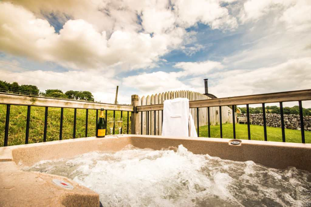 Peak District Glamping with Hot Tub