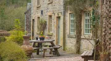 Beautiful Peak District Cottages : Riverside Cottage