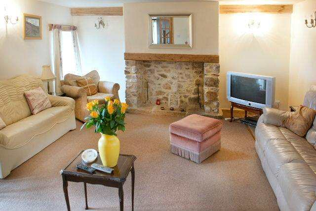 Peak District Accommodation for Groups : Hulmes Vale Farm Cottages