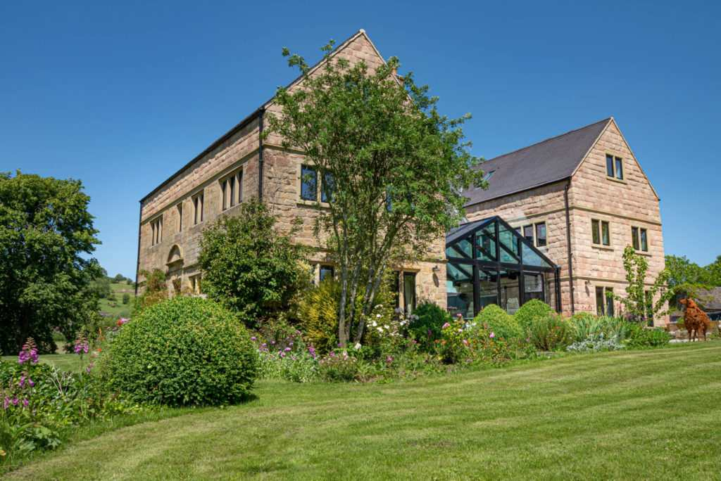 Perfect Peak District Holiday Accommodation : Stainsborough Hall
